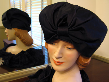 Patterned cloche with large off-set bow